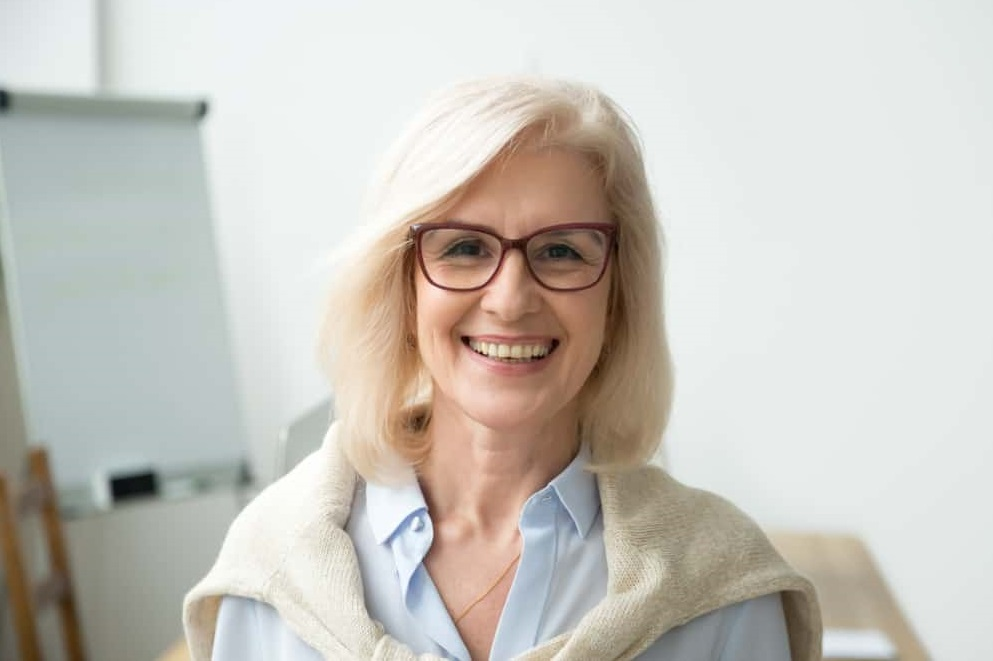 Hairstyles Over 50 With Glasses